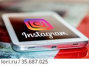 Крупный план приложения Instagram на экране сотового телефона. Редакционное фото, фотограф Сергеев Валерий / Фотобанк Лори