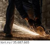 Work of electric saw for metal view in studio. Стоковое фото, фотограф Гурьянов Андрей / Фотобанк Лори