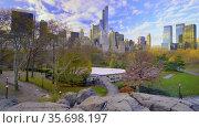 Autumn morning in New York Central park. Стоковое видео, видеограф Sergey Borisov / Фотобанк Лори