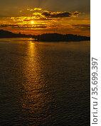 Sunset on the Dnieper river in Kyiv, Ukraine. Стоковое фото, фотограф Sergii Zarev / Фотобанк Лори