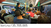 Overcrowed bus between terminals in a US airport. Стоковое фото, фотограф Ruddy Gold / age Fotostock / Фотобанк Лори