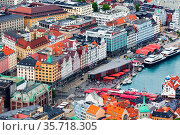 Bergen, Norway - July 30, 2018: Aerial view cityscape with colorful... Стоковое фото, фотограф Zoonar.com/Nataliya_Nazarova{} / age Fotostock / Фотобанк Лори