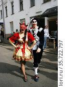 Парень и девушка - шуты. (2012 год). Редакционное фото, фотограф Марина Шатерова / Фотобанк Лори