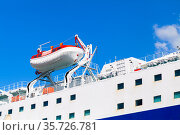Rescue boat, safety equipment of a cruise ship. Стоковое фото, фотограф EugeneSergeev / Фотобанк Лори