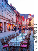 Fussen, Germany - December 27, 2016: Town street view at Christmas... Стоковое фото, фотограф Zoonar.com/Nataliya_Nazarova{} / age Fotostock / Фотобанк Лори