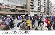 Female protesting act on 8th March in Valencia, Spain. Редакционное видео, видеограф Данил Руденко / Фотобанк Лори