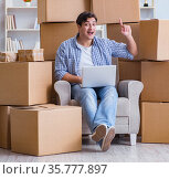 Young man moving in to new house with boxes. Стоковое фото, фотограф Elnur / Фотобанк Лори