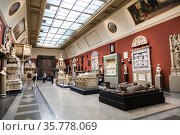Hall of casts of Italian Renaissance sculpture in the Pushkin Museum of Fine Arts in Moscow. Russia (2019 год). Редакционное фото, фотограф Наталья Волкова / Фотобанк Лори