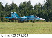 Moscow Russia Zhukovsky Airfield 31 August 2019: landing SU-34 fighterof the international aerospace salon MAKS-2019. Редакционное фото, фотограф Фотограф / Фотобанк Лори