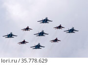 MOSCOW, RUSSIA - MAY 7, 2021: Avia parade in Moscow. group jet fighter aircraft MiG-35 and Su-30 in the sky on parade of Victory in World War II in Moscow, Russia. Редакционное фото, фотограф Фотограф / Фотобанк Лори