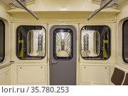 Old subway car without passengers. Стоковое фото, фотограф Дмитрий Тищенко / Фотобанк Лори
