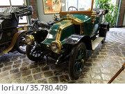 Retro car Renault AX Tourer in the Vadim Zadorozhny Museum of Technology. Moscow, Russia. Редакционное фото, фотограф Наталья Волкова / Фотобанк Лори