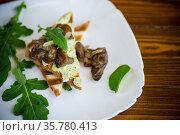 fried toast with cheese spread, arugula and fried mushrooms. Стоковое фото, фотограф Peredniankina / Фотобанк Лори