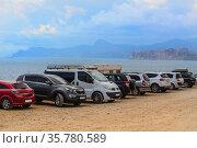 Cars on the sandy seashore. Стоковое фото, фотограф Юрий Бизгаймер / Фотобанк Лори