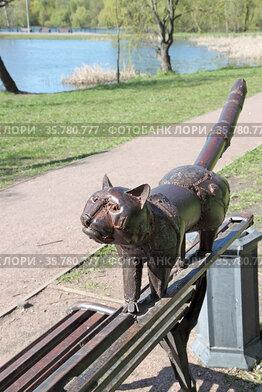 Кот в ожидании поживы. Парк Покровское-Стрешнево. Москва