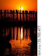U Bein Brücke am Taungmyo See bei Amarapura in Myanmar. Стоковое фото, фотограф Zoonar.com/Andreas Edelmann / easy Fotostock / Фотобанк Лори