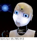 Fotomontage, der humanoide Roboter RoboThespian mit einer. Стоковое фото, фотограф Zoonar.com/Stefan Ziese / age Fotostock / Фотобанк Лори