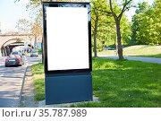 City Light Poster Mock-Up Template an Straße neben einem grünen Park... Стоковое фото, фотограф Zoonar.com/Robert Kneschke / age Fotostock / Фотобанк Лори