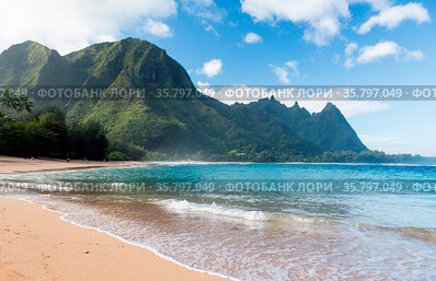 View down the sand at Tunnels Beach in winter on Hawaiian island of...