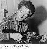 Woody Guthrie. Редакционное фото, агентство World History Archive / Фотобанк Лори