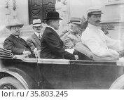 Roosevelt leaving Institute of Butantan, Sao Paolo. Редакционное фото, агентство World History Archive / Фотобанк Лори
