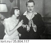 Happiness Ahead', 1928. The power of a good woman. Colleen Moore teaches gangster Edmund Lowe to pray on their wedding night. Редакционное фото, агентство World History Archive / Фотобанк Лори