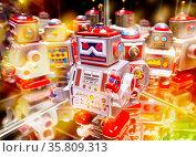 Roboter mit Spiegelungen und diversen farbigen Lichtern. Стоковое фото, фотограф Zoonar.com/ironjohn / easy Fotostock / Фотобанк Лори