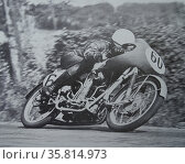 Les Graham in his attempt to capture the 1953 lightweight 125 c.c. race. Редакционное фото, агентство World History Archive / Фотобанк Лори
