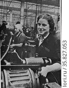 Title: Women handling lathe in a factory in the USSR (Union of Soviet Socialist Republics) 1940. Редакционное фото, агентство World History Archive / Фотобанк Лори