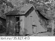 Typical house provided for intrastate migrant workers near Hammond, Louisiana. Strawberry pickers By Russell Lee, 1903-1986, photographer Date 19390101. Редакционное фото, агентство World History Archive / Фотобанк Лори