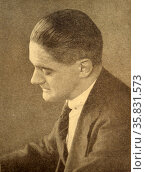 Thomas Stearns Eliot OM (26 September 1888 – 4 January 1965) was an essayist, publisher, playwright, literary and social critic and poet. Born in St. Louis, Missouri in the United States, he moved to the United Kingdom in 1914 (at age 25) and was naturalised as a British subject in 1927 at age 39. Редакционное фото, агентство World History Archive / Фотобанк Лори