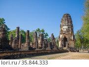 Кхмерский пранг на руинах древнего буддистского храма Wat Phra Pai Luang. Исторический парк города Сукхотай, Таиланд (2016 год). Стоковое фото, фотограф Виктор Карасев / Фотобанк Лори