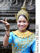 Apsara Dancers according to Khmer traditions. Angkor Wat Temple. ... Редакционное фото, фотограф Marco Brivio / age Fotostock / Фотобанк Лори