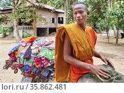 A smiling monk at Siem Reap. Angkor. Cambodia. Редакционное фото, фотограф Marco Brivio / age Fotostock / Фотобанк Лори