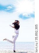 Dancing in the sand. Стоковое фото, агентство Ingram Publishing / Фотобанк Лори