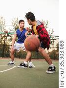 Two street basketball players on the basketball court. Стоковое фото, агентство Ingram Publishing / Фотобанк Лори