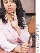 Businesswoman looking at a mirror. Стоковое фото, фотограф Shannon Fagan / Ingram Publishing / Фотобанк Лори