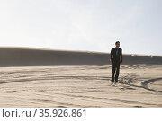 Businessman walking in desert. Стоковое фото, фотограф Shannon Fagan / Ingram Publishing / Фотобанк Лори