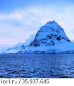 Cruising back to Punta Arenas, Chile. Редакционное фото, агентство World History Archive / Фотобанк Лори