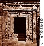 The Vishnu Temple (Dashavatara, meaning 'ten incarnations'), at Deogarh, Uttar Pradesh in Central India. Редакционное фото, агентство World History Archive / Фотобанк Лори