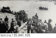 Photographic print of German troops crossing the Dvina. Редакционное фото, агентство World History Archive / Фотобанк Лори