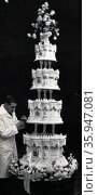 Photograph of the Royal Wedding Cake of Queen Elizabeth II and Prince Philip (2016 год). Редакционное фото, агентство World History Archive / Фотобанк Лори