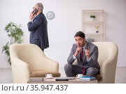 Two businessmen discussing project at workplace. Стоковое фото, фотограф Elnur / Фотобанк Лори
