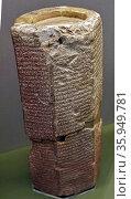 Clay prism recording King Esarhaddon's restoration of Babylon. Редакционное фото, агентство World History Archive / Фотобанк Лори
