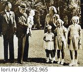 Photograph of Princess Juliana of the Netherlands, Sir Winston Churchill and Prince Bernhard of Lippe-Biesterfeld (2016 год). Редакционное фото, агентство World History Archive / Фотобанк Лори