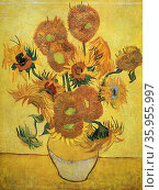 Painting titled 'Sunflowers' by Vincent van Gogh. Редакционное фото, агентство World History Archive / Фотобанк Лори