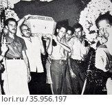 Photograph depicting a mock funeral for an American company that was sized by delighted Cubans. Редакционное фото, агентство World History Archive / Фотобанк Лори