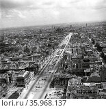 Ruins of Berlin, Germ, any at the end of World War Two. 1945. Редакционное фото, агентство World History Archive / Фотобанк Лори