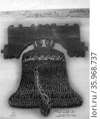 World war One US soldiers in formation of a Liberty Bell 1918. Редакционное фото, агентство World History Archive / Фотобанк Лори