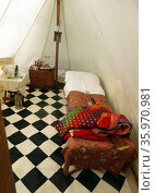 18th century British army officers tent with rolled tile flooring and bed (reconstruction) Редакционное фото, агентство World History Archive / Фотобанк Лори